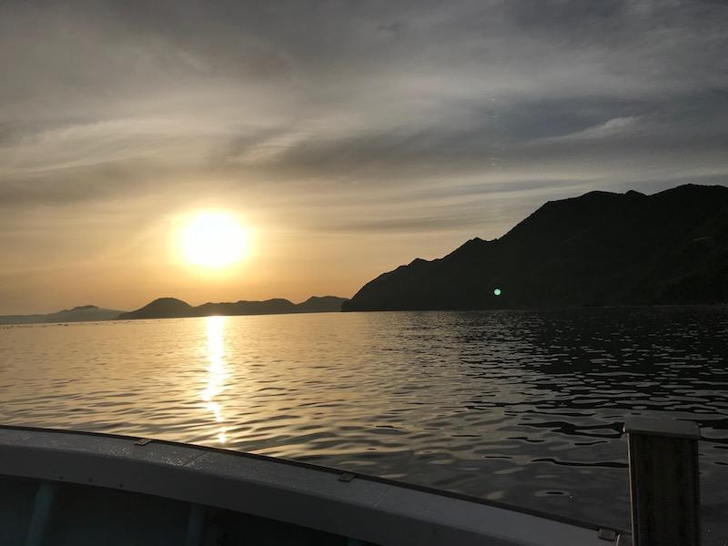 漁船から見た朝日。