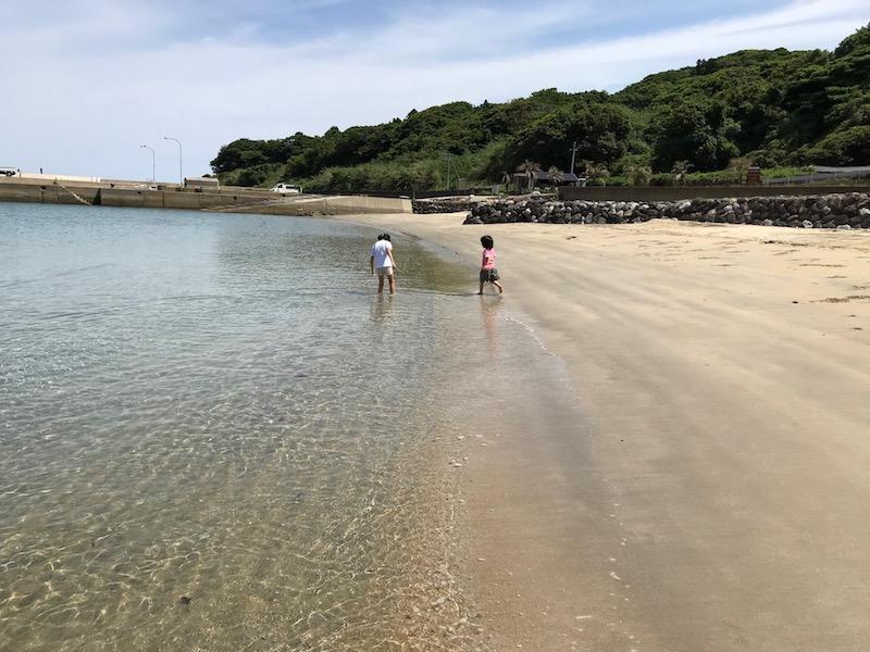 透明度が高く、穏やかな海水浴場。プライベートビーチのようだった。
